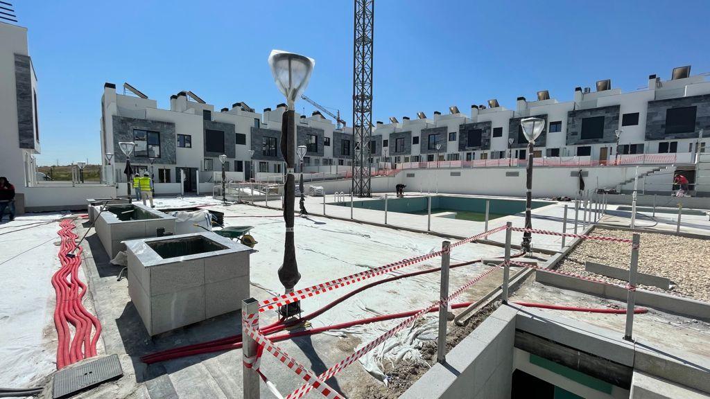 Avance de obras Residencial Suertes de la villa Junio 2021 zona piscina